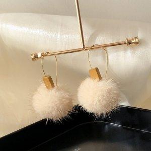 Hell Beige Winter Ohrring Bällchen süß elegant klassisch handgemacht vintage retro