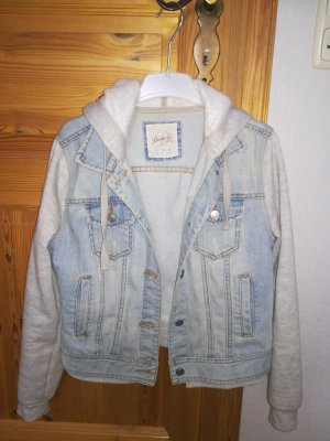 Hell blaue Pullover Jeansjacke