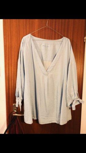 Hellblaue Bluse mit Dreiviertel- Ärmeln von H&M