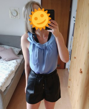 Hellblaue Bluse mit Schleife. Keine Makel Größe 40