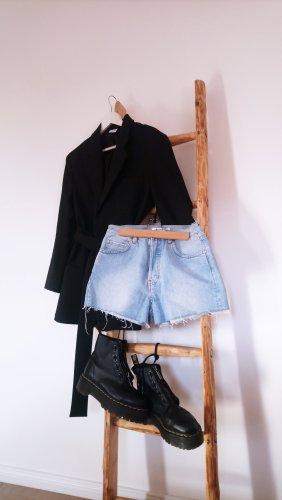 Hellblaue Denim Highwaist-Shorts mit ausgefranstem Saum und Waschung Vintage Look