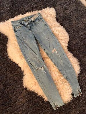 Hellblaue destroyed zara jeans
