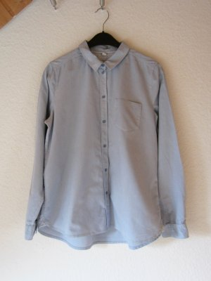 Hellblaue Hemd-Bluse mit Stickerei