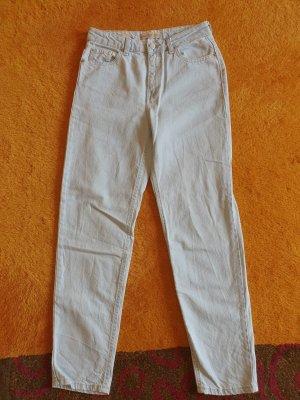 Hellblaue High Waist Mom-Jeans von Bershka