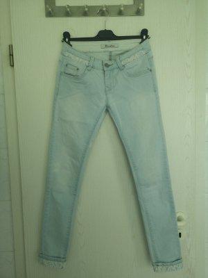 Hellblaue Jeans mit Spitzen Details
