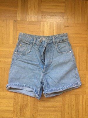 Hellblaue Jeansshorts High Rise