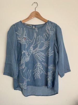 Hellblaue lockere Bluse mit Vogelmotiv Garcia Jeans M