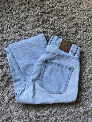 Hellblaue Mom Jeans