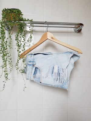 Hellblaue ripped Jeans-Shorts