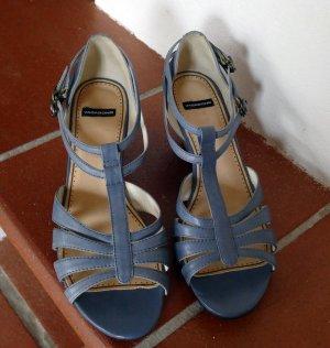 Hellblaue Sandalen mit Keilabsatz