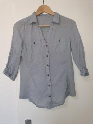 Hellblaue taillierte Bluse