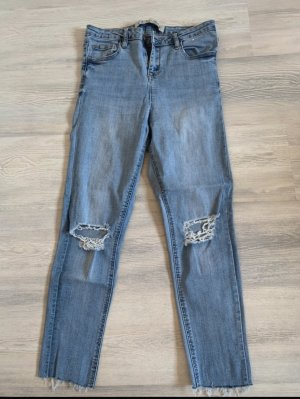 Hellblaue zerissene Jeans