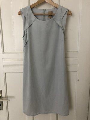 hellblaues elegantes Kleid von Ichi