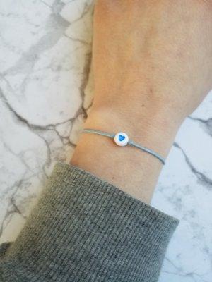 hellblaues Makramee Armband mit hellblauem Herzchen