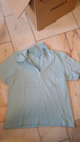 Hellblaues Poloshirt