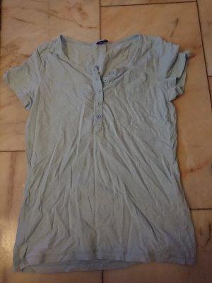 Hellblaues Shirt