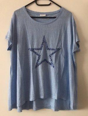 Hellblaues Shirt mit Pailletten-Stern