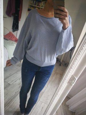 Hellblaues Shirt mit Rückendetail