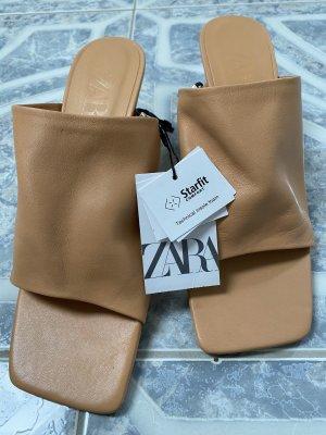 Hellbraune Pantoletten Zara