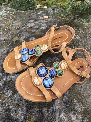 Hellbraune Sandalen mit Schmucksteinen * mit kleinen Schönheitsfehlern