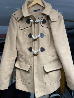 Hellbrauner Mantel mit Pelz-Kapuze