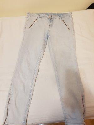 Helle Jeans mit Reisverschlüssen