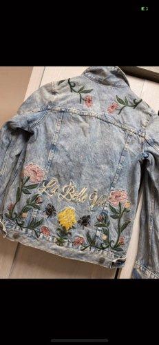 Helle Jeans mit Stickereien! Nie getragen! Neupreis 59.99