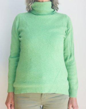 Heller grüner Pullover
