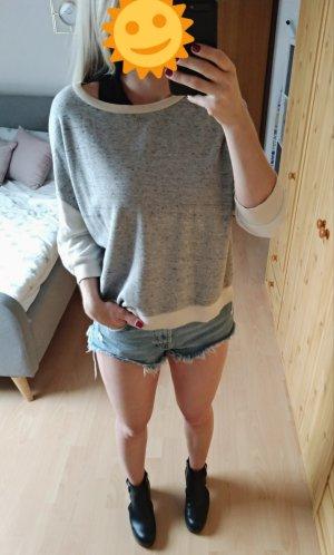 Hellgrauer cremefarbener Pullover Pulli Größe S, passt aber auch einer M