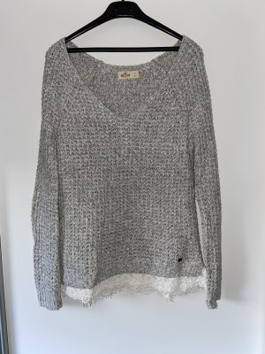 Hellgrauer Hollister Pullover mit weißer Spitze