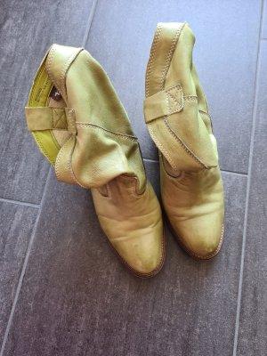Hellgrüne Stiefel