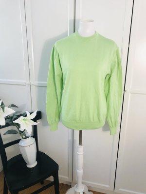 Hellgrüner Pullover