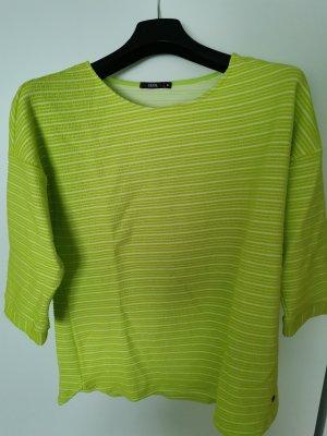 hellgrünes Shirt