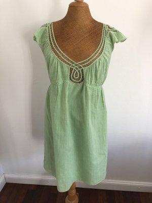 Hellgrünes Sommerkleid