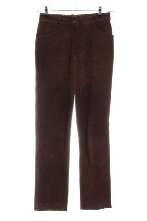 Helline Pantalón de cuero marrón look casual