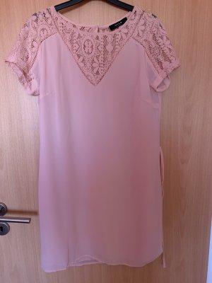 Hellrosa Kleid