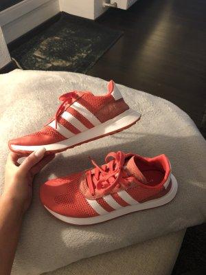 Hellrote Adidas Flashback Sneaker mit weiß
