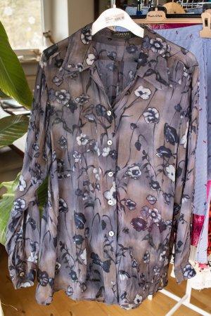 Hemd- Bluse / durchsichtig mit Blumen von Escada.