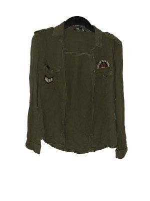 Hemd im Armeestil