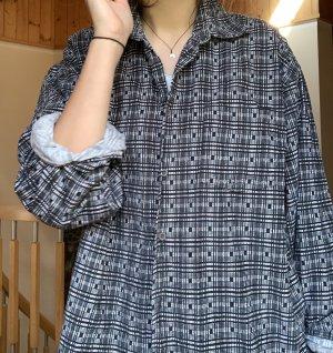 Hemd mit geometrischen Muster
