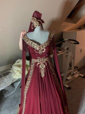 Vestido de novia rojo oscuro