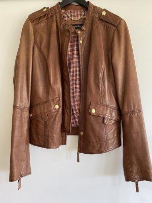 Herbstliche Braune Leder Jacke