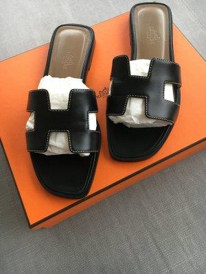 Hermès Strandsandalen zwart Leer