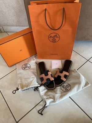Hermès Sandały japonki cognac-czarny