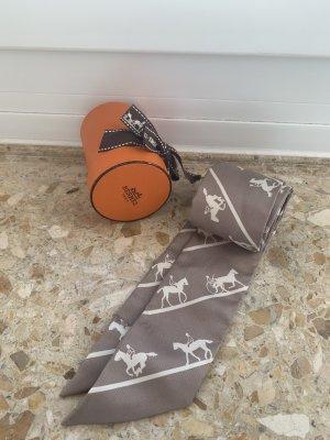 Hermès Pañoleta marrón grisáceo