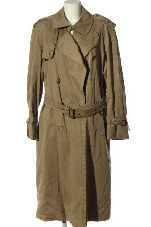 Herno Abrigo largo marrón look casual