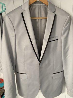 Prestije Traje de pantalón color plata