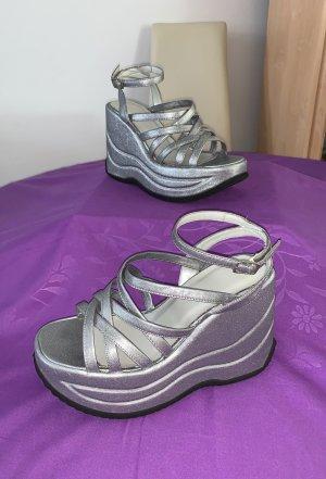 Ellie Goulding Sandalo alto con plateau argento