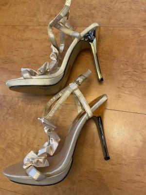 High heels + 1 Paar geschenkt