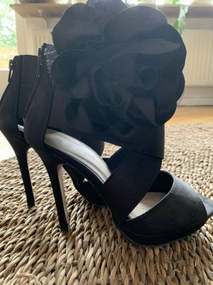 Buffalo girl Strapped pumps black